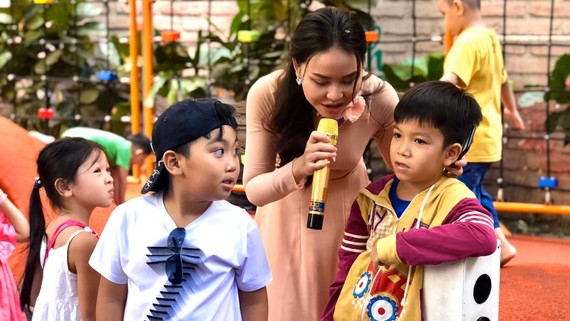 Làm MC cho các chương trình vui chơi trong dịp tết - công việc làm thêm mùa tết của một số bạn trẻ