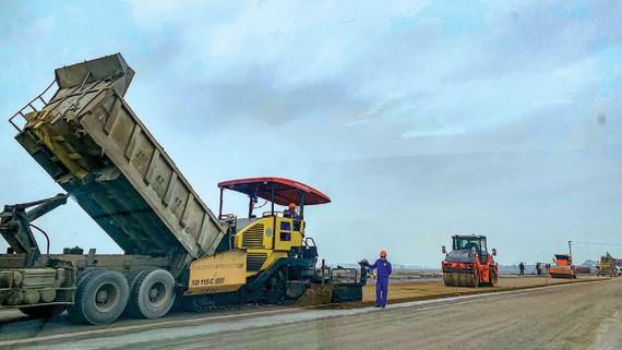 Khởi công dự án cao tốc Cam Lộ - La Sơn