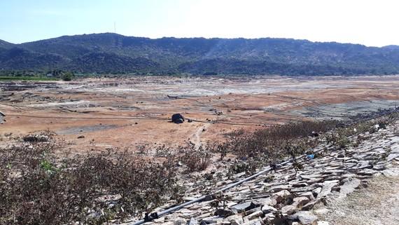 Nhiều hồ nước tại Ninh Thuận đã cạn đáy khi mới bắt đầu mùa khô