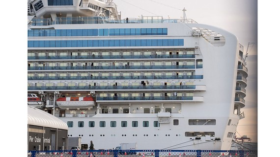 Tàu Diamond Princess tại cảng Yokohama hôm 12-2-2020. Ảnh: ZUMA Press