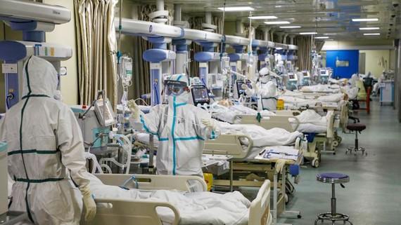 Những người nhiễm Covid-19 đang được điều trị.Ảnh: Reuters