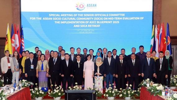 Các đại biểu tham dự Hội nghị chụp ảnh lưu niệm. Nguồn: TTXVN