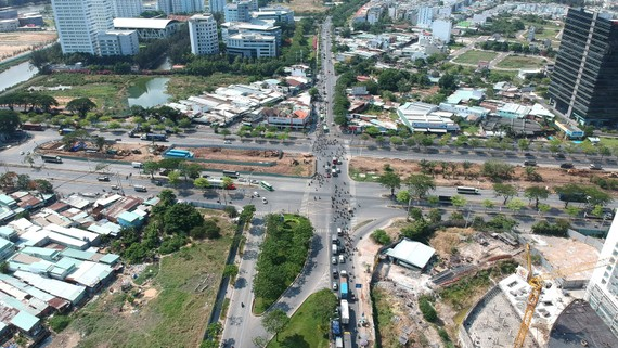 Giao lộ Nguyễn Văn Linh - Nguyễn Hữu Thọ  sẽ được xây dựng thành nút giao thông hiện đại. Ảnh: CAO THĂNG