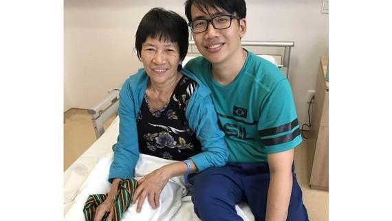 Anh Lê Giang Anh và mẹ (ảnh nhân vật cung cấp)