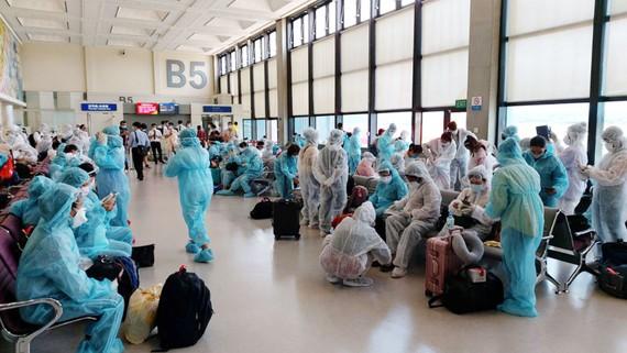 Các biện pháp về an ninh, an toàn và vệ sinh dịch tễ được thực hiện nghiêm túc trong các chuyến bay đưa công dân về nước
