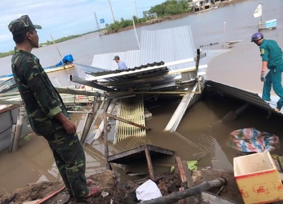 Hiện trường vụ sạt lở tại khu vực chợ Kênh 17 (tuyến Kênh 17, xã Tam Giang, huyện Năm Căn, tỉnh Cà Mau) khuya ngày 4-7-2020