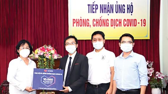 Lazada tặng Đà Nẵng 10.000 bộ trang phục bảo hộ y tế