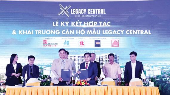 Hòa Bình ký hợp tác chiến lược thi công Legacy Central