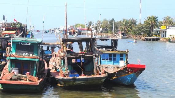 Cửa biển Khánh Hội mới nạo vét đã bị bồi lắng  khiến tàu thuyền công suất lớn ít vào neo đậu
