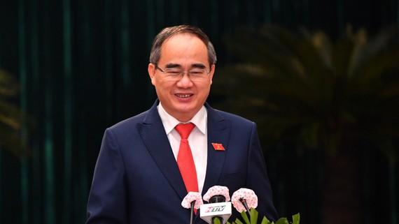 Đồng chí Nguyễn Thiện Nhân, Ủy viên Bộ Chính trị, Trưởng đoàn Đại biểu Quốc hội TPHCM, theo dõi, chỉ đạo Đảng bộ TPHCM phát biểu tại kỳ họp. Ảnh: VIỆT DŨNG
