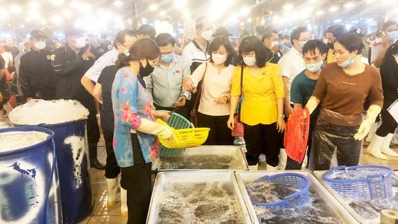 Ban Kinh tế - Ngân  sách HĐND TPHCM  giám sát an toàn thực phẩm tại chợ đầu mối Bình Điền