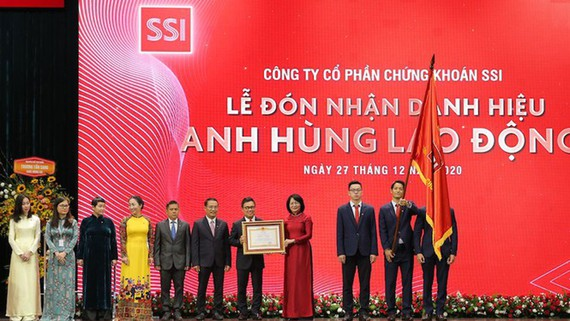 Công ty Chứng khoán SSI nhận danh hiệu Anh hùng Lao động thời kỳ đổi mới