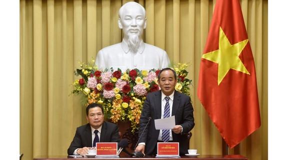 Phó Chủ nhiệm Văn phòng Chủ tịch nước Lê Khánh Hải công bố Pháp lệnh Ưu đãi người có công với cách mạng. Ảnh: VGP
