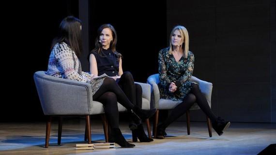 Hai con gái sinh đôi nhà Bush - Barbara Pierce Bush và Jenna Bush Hager trong một chương trình truyền hình. Ảnh: Getty