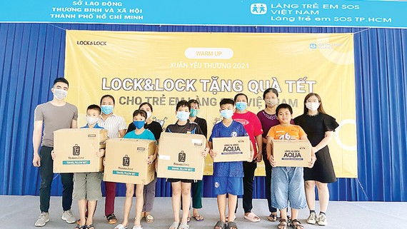 LOCK&LOCK trao tặng quà Tết trẻ em làng SOS Việt Nam