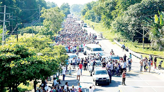 Người Mexico tập trung tại biên giới chờ nhập cảnh vào Mỹ