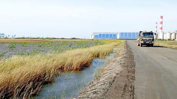 Xỉ than của nhà máy nhiệt điện Duyên Hải  được xử lý làm đường nội bộ, chịu tải tốt