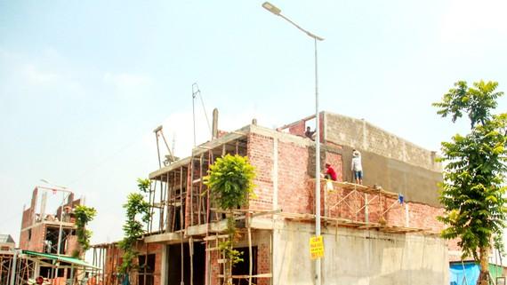 Các hộ dân nhường lại nhà cửa cho di sản Huế đã nhận đất và  tiền hỗ trợ để xây nhà mới kiên cố tại khu dân cư Hương Sơ, TP Huế