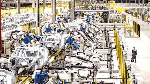 Việc kiểm soát tốt đại dịch đang tạo ra niềm tin rất lớn cho nhà đầu tư                                Trong ảnh: Nhà máy sản xuất xe Vinfast tại Hải Phòng