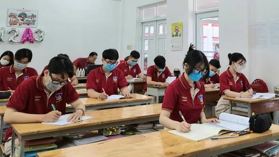 Học sinh Trường THPT Đào Duy Anh (quận 6) trong một giờ học trong năm học 2020-2021