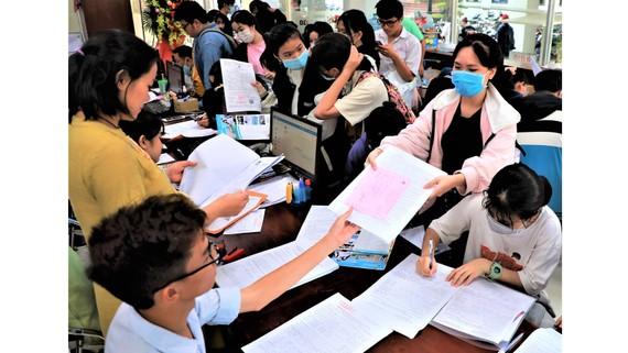 Thí sinh nộp hồ sơ xét tuyển bằng học bạ THPT năm 2021  tại Trường ĐH Công nghiệp Thực phẩm TPHCM
