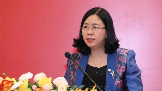 Đồng chí Bùi Thị Minh Hoài, Bí thư Trung ương Đảng, Trưởng Ban Dân vận Trung ương phát biểu kết luận Hội nghị, sáng 13-7. Ảnh: TTXVN