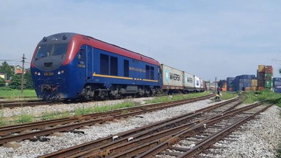 Chuyến tàu chuyên container đầu tiên từ Việt Nam sang Bỉ xuất phát từ Ga Yên Viên sáng nay 20-7. Ảnh: VGP