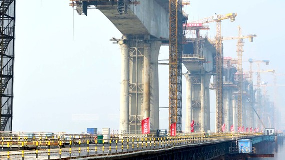 Các dự án cơ sở hạ tầng lớn ở nhiều địa phương làm gia tăng nợ công  tại Trung Quốc