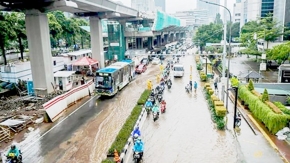 Đường phố ở thủ đô Jakarta, Indonesia thường bị ngập