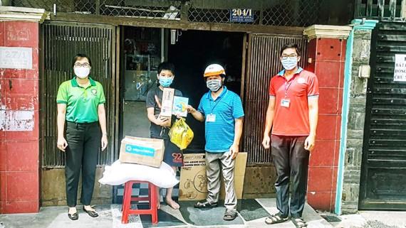 Thư viện quận Tân Bình thực hiện chương trình đưa sách đến tay bạn đọc trong vùng phong tỏa, cách ly của quận