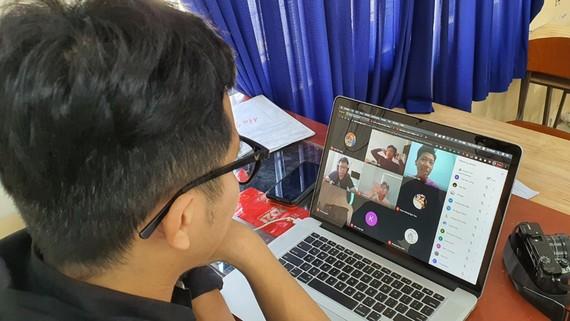 Buổi học  trực tuyến của học sinh  Trường THPT Nguyễn Du (quận 10)