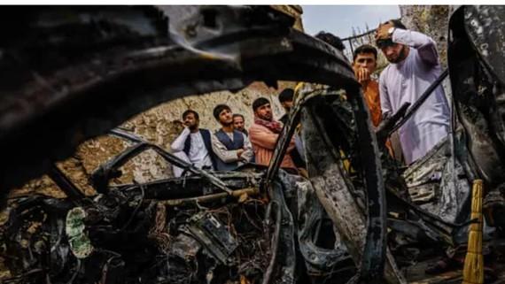 Hiện trường vụ không kích ở Kabul. Ảnh: Los Angeles Times