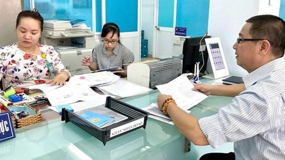 UBND phường 4 quận Tân Bình giải quyết thủ tục cho người dân ngoài giờ hành chính trước khi giãn cách xã hội
