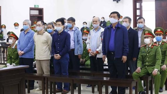 Các bị cáo trong vụ án Ethanol Phú Thọ trong phiên sơ thẩm
