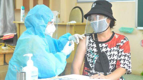 Lao động đã tiêm vaccine không cần xét nghiệm Covid-19