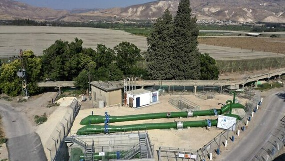 Đường ống dẫn nước từ Israel đến Jordan gần biên giới giữa hai nước