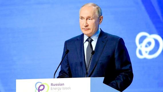 """Tổng thống Nga Vladimir Putin phát biểu  tại Diễn đàn """"Tuần lễ năng lượng Nga"""" lần thứ IV"""