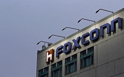 Foxconn là hãng sản xuất điện tử theo hợp đồng lớn nhất thế giới  với 700.000 công nhân ở Trung Quốc.