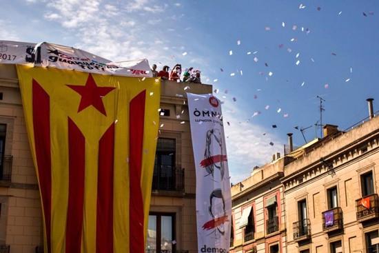 Tiến trình độc lập của người Catalonia đã khiến nền kinh tế Tây Ban Nha chịu thiệt hại nặng nề.