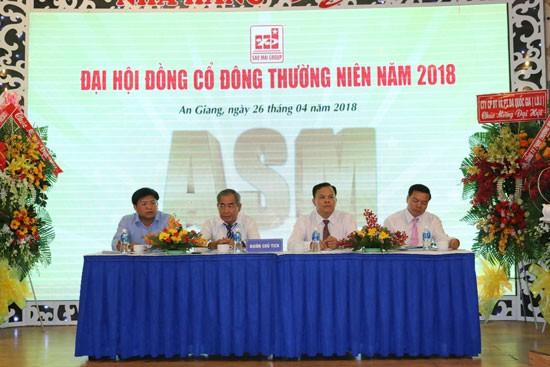 Đoàn Chủ tịch điều hành ĐHCĐ Sao Mai Group 2018.