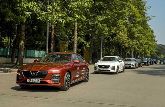 VinFast tặng quà cho khách mua xe từ năm ngoái
