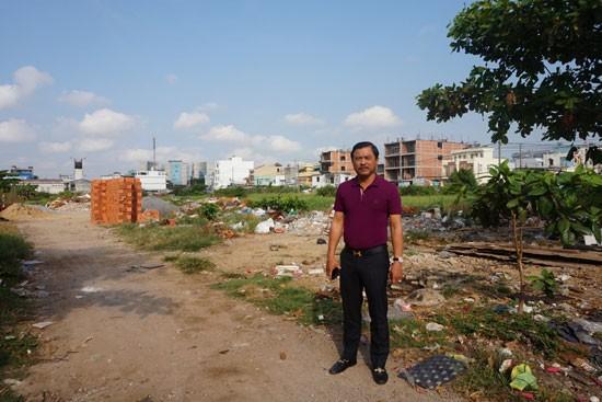 Ông Ngô Mạnh Lân bên khu đất mua từ năm 1992.
