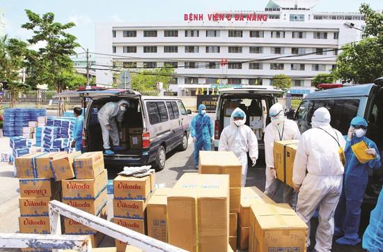 Nhiều hàng hóa thiết yếu hỗ trợ nhân viên y tế và bệnh nhân Bệnh viện C Đà Nẵng trong giai đoạn bị cách ly.