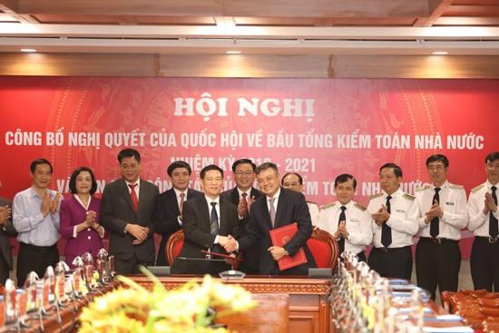 Ông Trần Sỹ Thanh (phải hàng trên) , tân Tổng Kiểm toán Nhà nước.