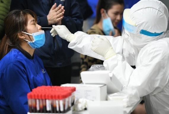 Bắc Giang xét nghiệm cho toàn bộ công nhận tại KCN có bệnh nhân Covid-19. Ảnh: CDC Bắc Giang