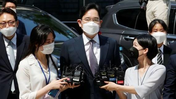 Lee Jae-yong đang ngồi tù 18 tháng vì tội hối lộ © Ahn Young-joon / AP