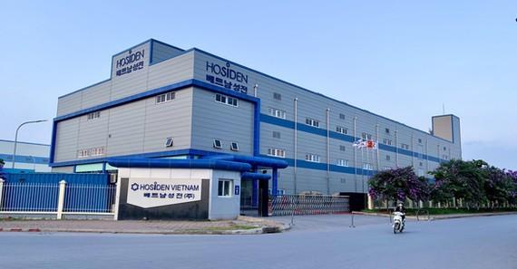 Số người dương tính tại ổ dịch Công ty Hosiden Vietnam, KCN Quang Châu vẫn đang tăng lên - Ảnh: C.T.