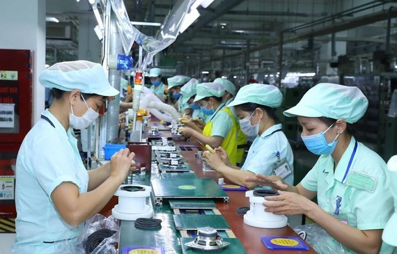 Về số vốn đăng ký, lĩnh vực công nghiệp chế biến, chế tạo dẫn đầu với tổng vốn đầu tư đạt 6,14 tỷ USD