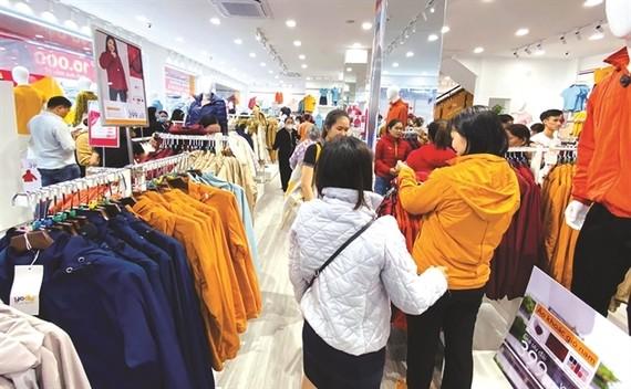 Các hãng thời trang nội địa đang phải cạnh tranh quyết liệt với nhiều thương hiệu nước ngoài.