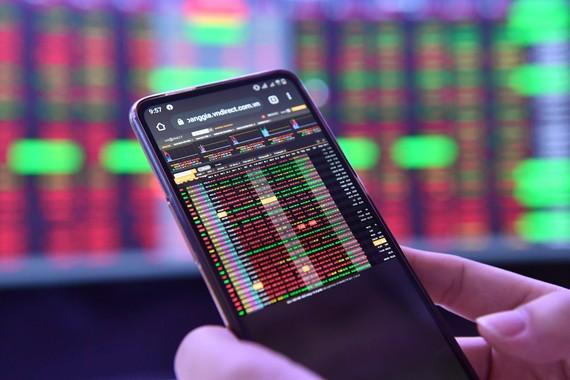 Thị trường chứng khoán đang trưởng mạnh, liên tục lập đỉnh mới. Ảnh: Hoàng Hà.